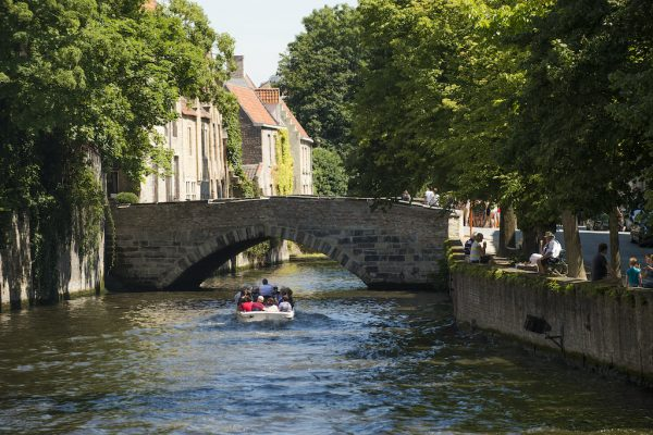 Bruges by Boat - A local English-speaking guide in your boat ride in Bruges