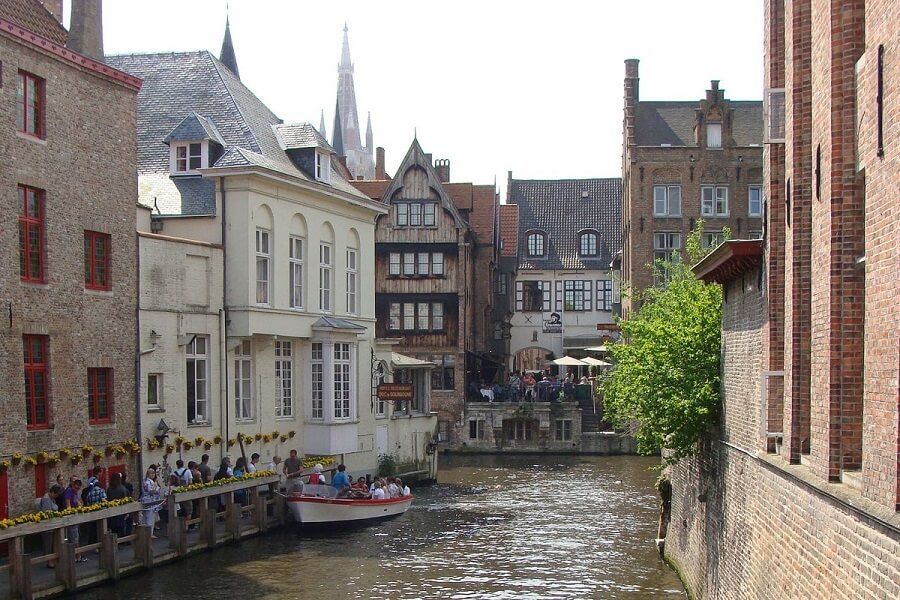 Cruise through the canals of Bruges
