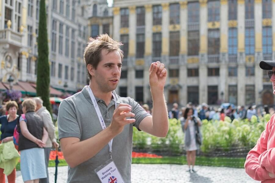 Tourist guide at the Grand-Place - The best tour guides in Brussels